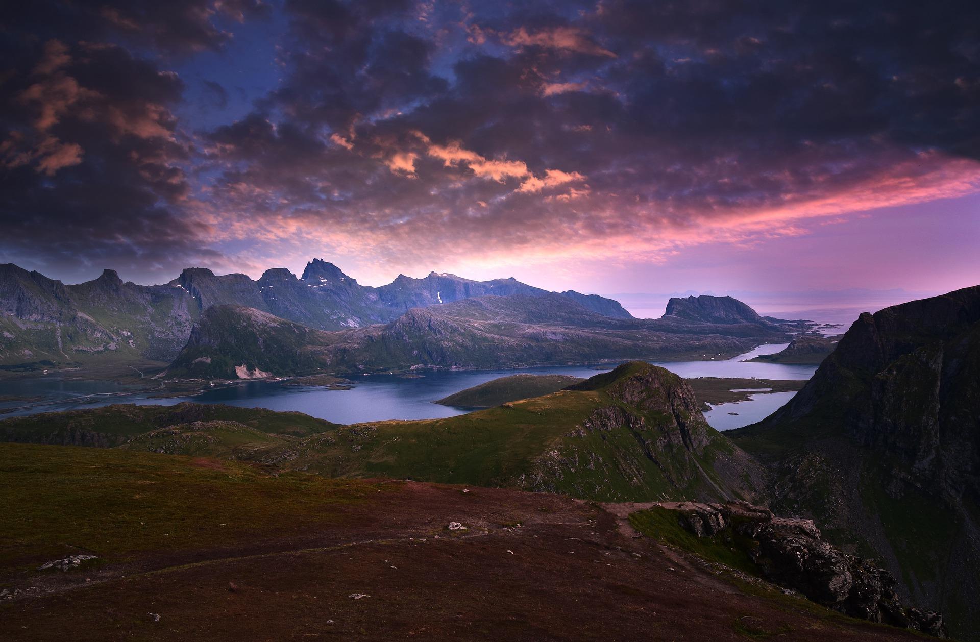 mountains-5784152_1920
