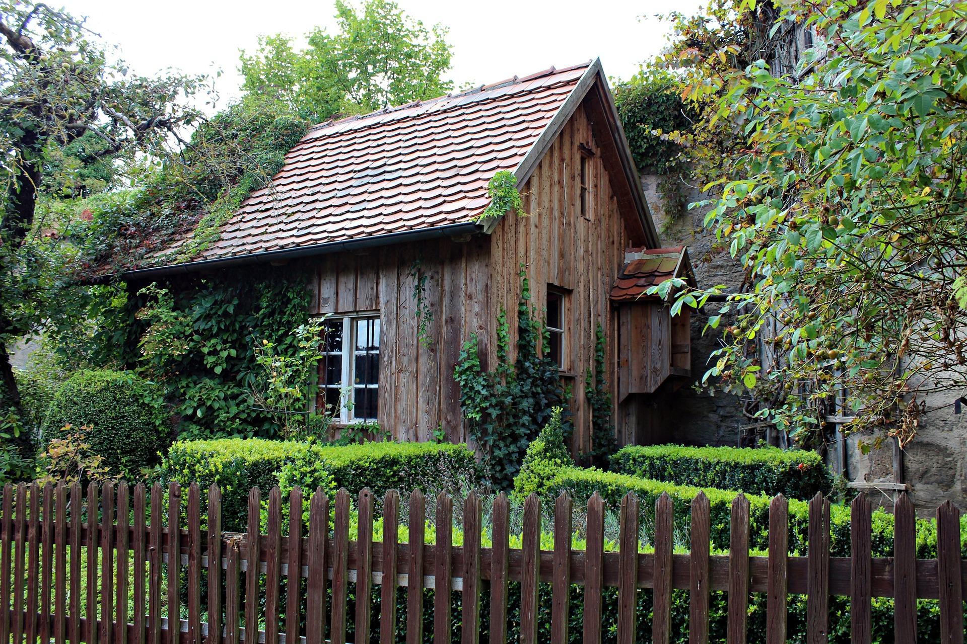 old-wooden-hut-456881_1920